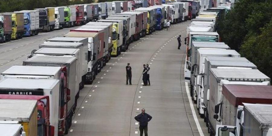 Reino Unido hará pruebas masivas a los camioneros para poder cruzar a Francia