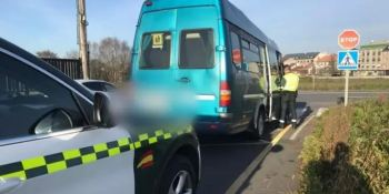 Investigada una conductora del transporte escolar por circular sin puntos en Ordes