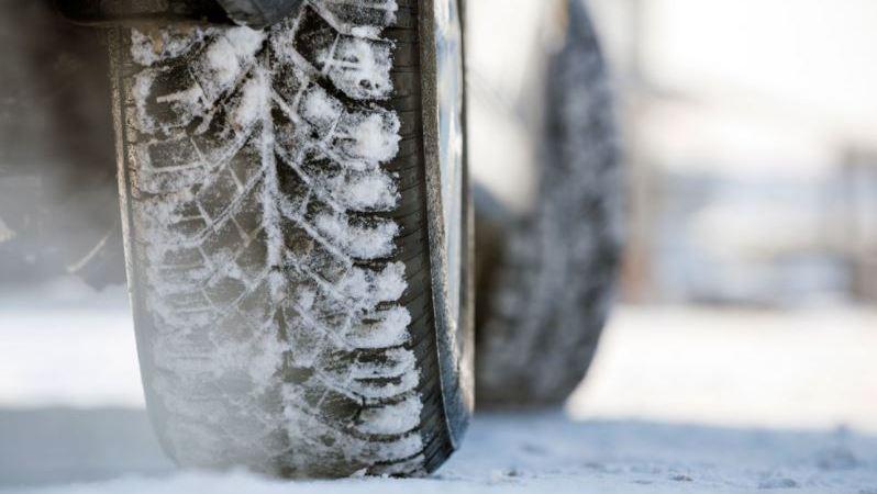 11 consejos para conducir con hielo y nieve de forma segura