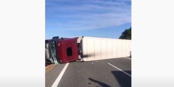 Camiones volcados por el viento en la Comunidad Valenciana