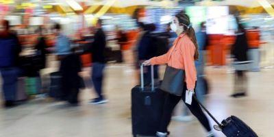 Los 27 restringirán más los viajes no esenciales pero se comprometen a no cerrar fronteras