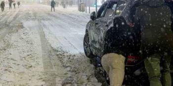 Madrid pide a los dueños de los coches abandonados en la M-30 que no acudan a recogerlos