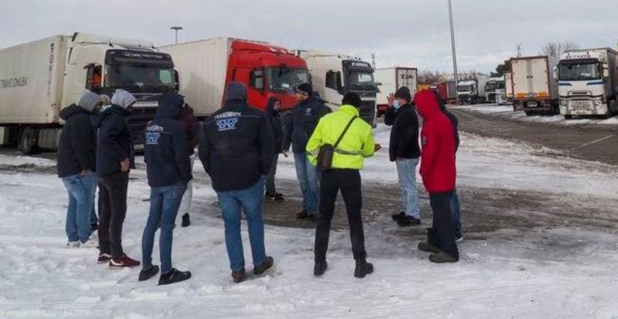 Unos 7.100 camiones permanecen todavía retenidos después de que circulen unos 4.200
