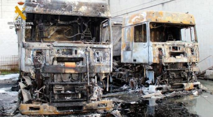 Dos detenidos por quemar camiones de una empresa de Cantabria