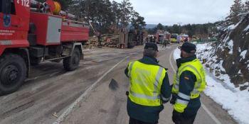 Dos fallecidos en una colisión entre un camión y un turismo en Soria