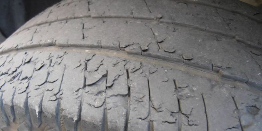Más de un millón y medio de vehículos circulan en España con defectos graves en los neumáticos