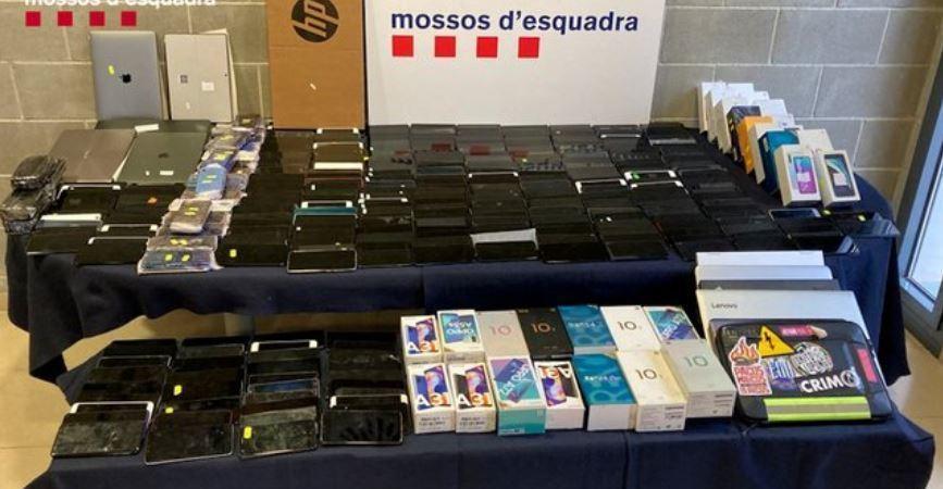 Recuperan 439 teléfonos móviles sustraídos y escondidos en el interior de un camión