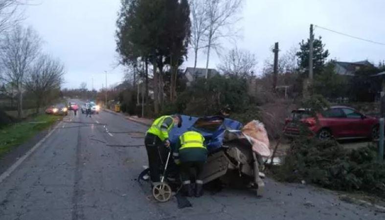 Herido grave tras la colisión de un camión contra el muro de una casa en Orense