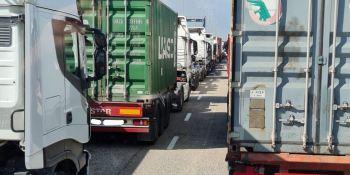 Seguirán las colas de camiones en el Puerto de Valencia