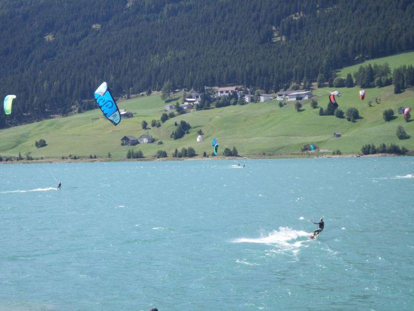 kitesurf sul lago di Resia in Val Venosta