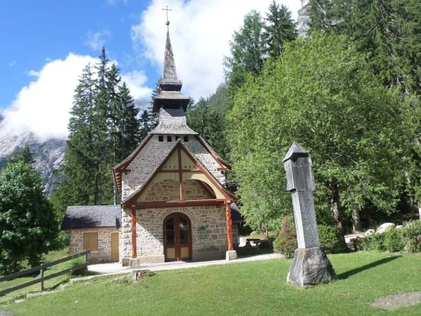 cappella Lago di Braies dedicata alla Divina Madre Dolorosa