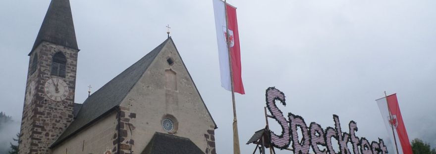 la chiesa di Santa Maddalena fa da sfondo alla Speckfest