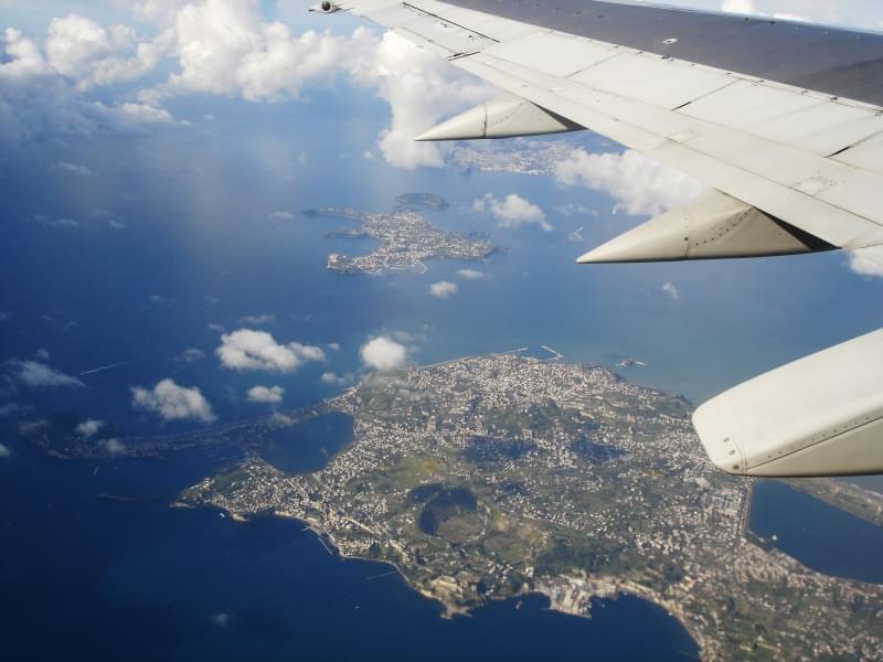 Gustarsi il panorama dal cielo e dal mare grandiosi prospettive grazie alla crociere in Nord