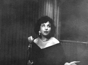 Acacia joven recitando