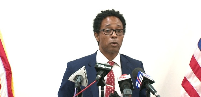 Fiscal Wesley Bell informa de su decisión de no tomar acción contra Darren Wilson por provocar la muerte de Michael Brown jr. en el 2014.