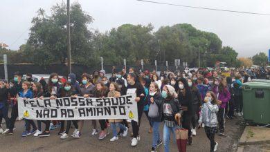 Photo of Protestos contra amianto no Agrupamento de Escolas António Augusto Louro