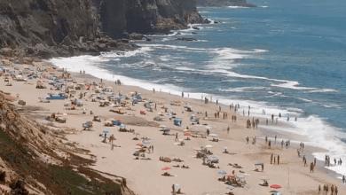 Photo of Praias de Sesimbra com luz vermelha