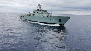 Photo of Navio da Marinha auxilia velejador com avaria e sem alimentos em alto mar