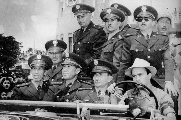 Em 1954, os americanos derrubaram o presidente da Guatemala e puseram em seus lugar militares, para proteger os interesses de suas empresas