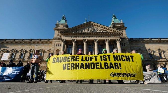 Poluição. Tribunal federal alemão decide que cidades podem banir carros a gasóleo