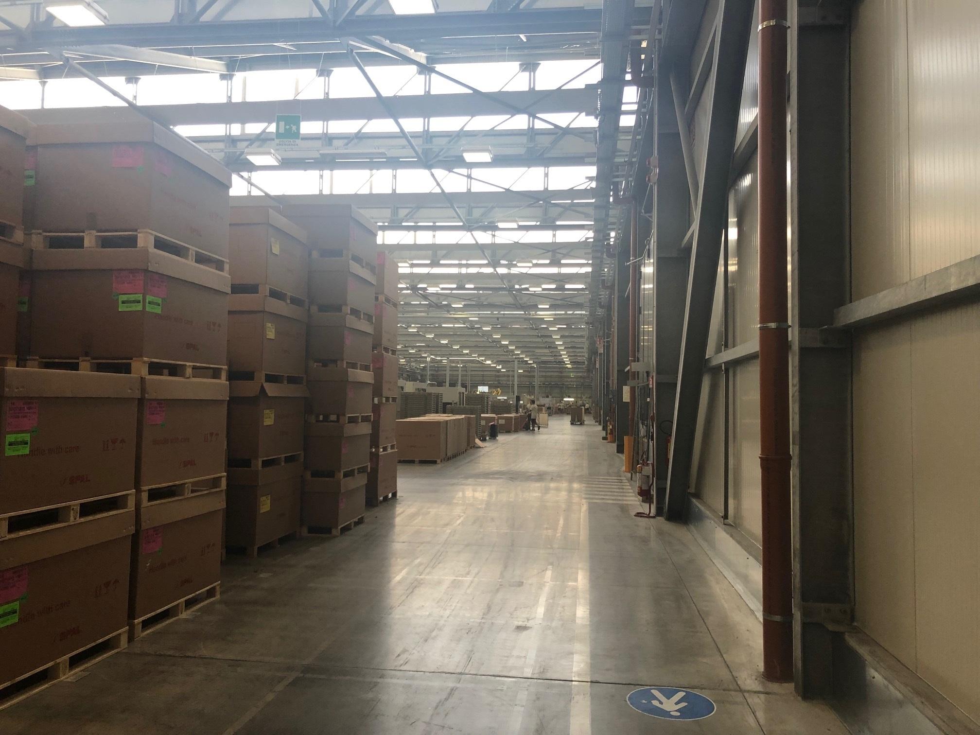 Local de produção e armazenagem é gigantesco