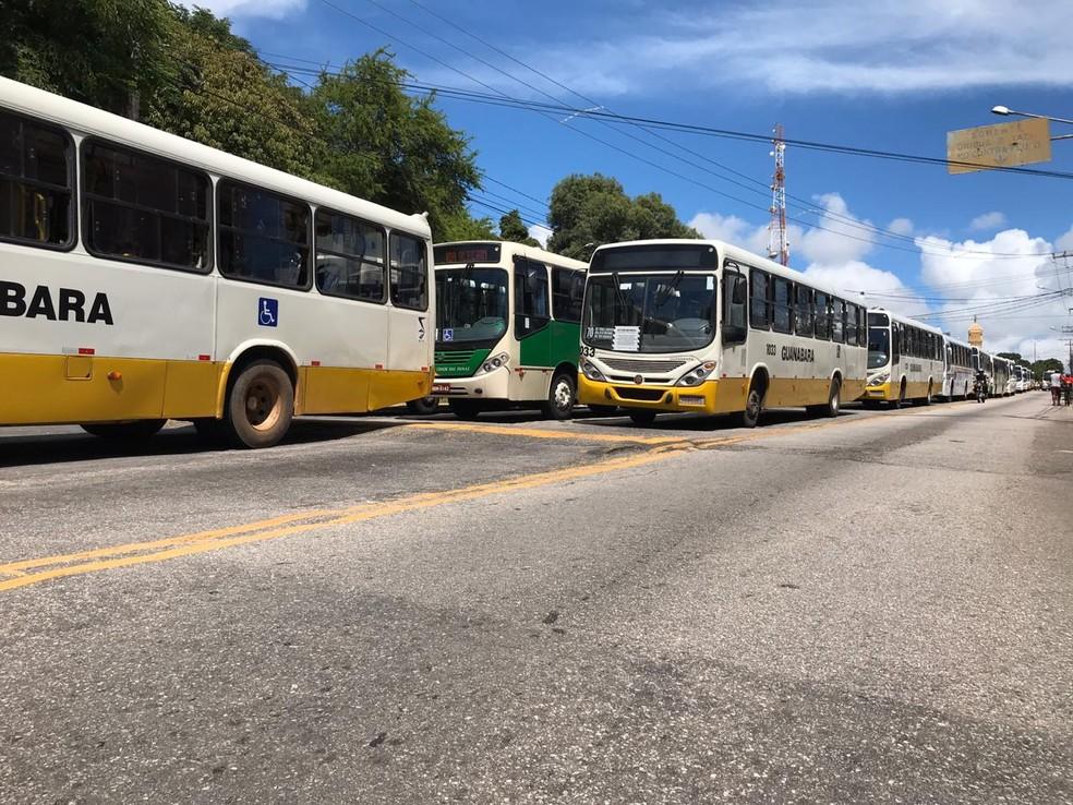 Rodoviários de Natal paralisam operação de ônibus