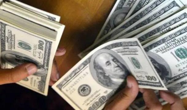 Alta do dólar reduz gastos de brasileiros no exterior