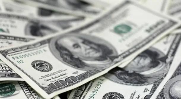 Dólar cai para R$ 3,619; bolsa abre em alta