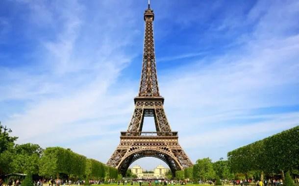 Torre Eiffel bate recorde de visitação em 2014