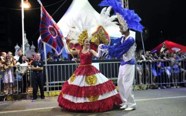 Joinville realiza desfile de carnaval
