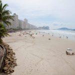 Guarujá realiza projeto de limpeza de praias