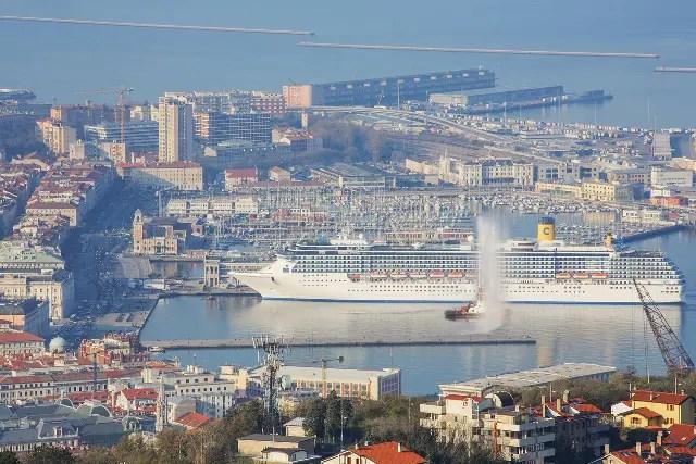 Navio Costa Mediterranea inicia temporada 2015 em Trieste, na Itália