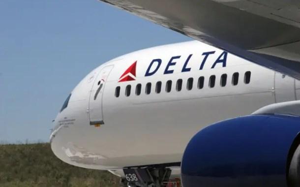"""Médica negra acusa Delta de """"flagrante discriminação"""" durante emergência em voo"""