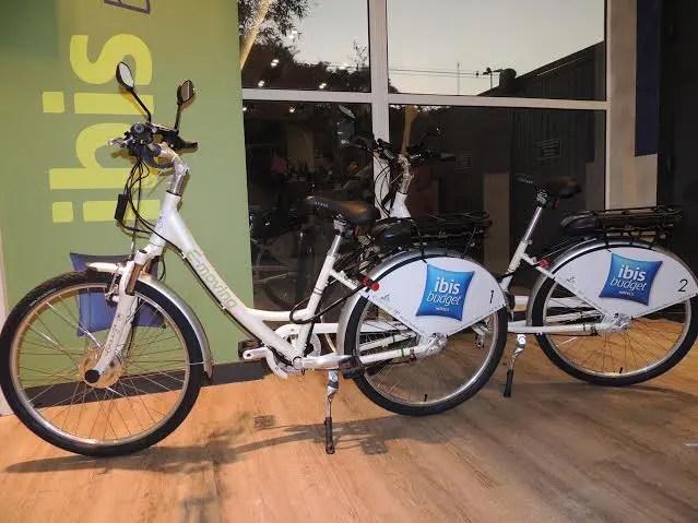 As bicicletas atingem até 30 Km/h e sua bateria dura até 30 Km