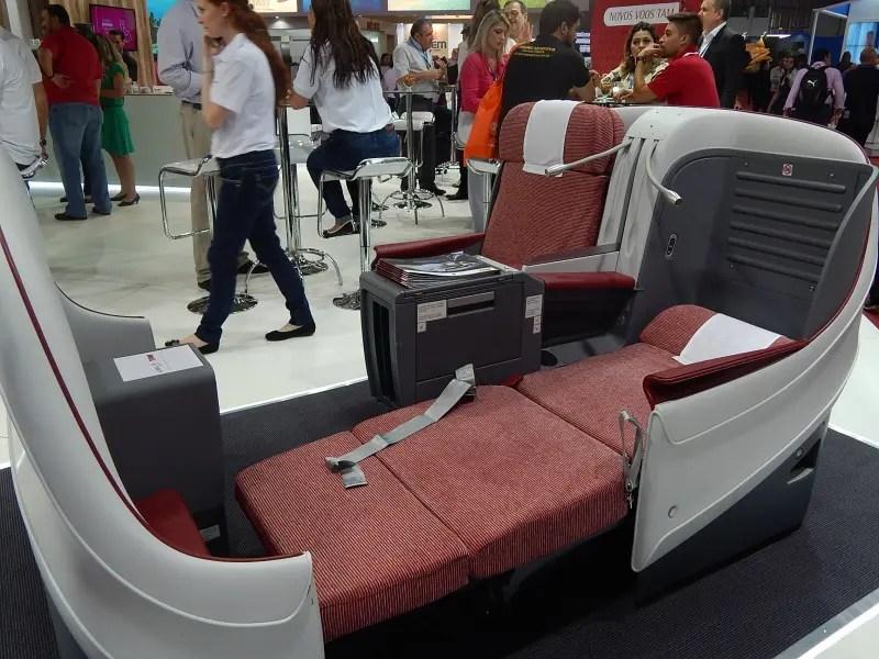 Poltronas da Premium Business, classe executiva nos voos internacionais