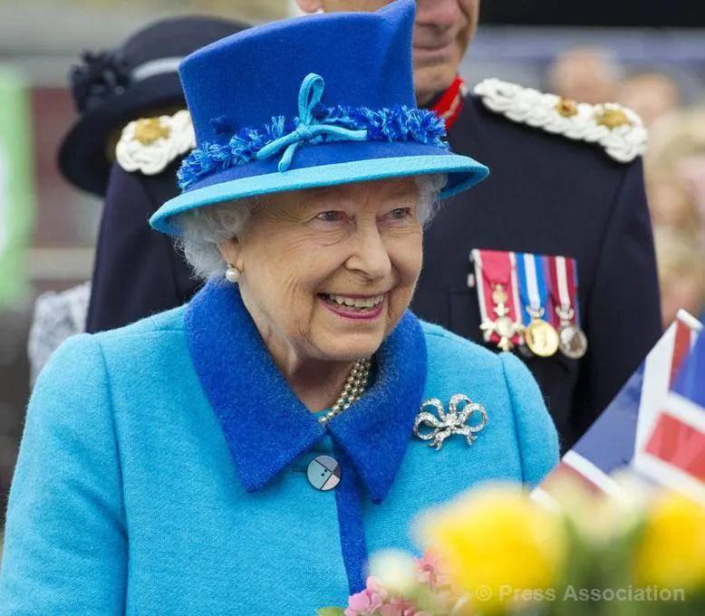 Multidões saúdam Elizabeth pelo reinado mais longo