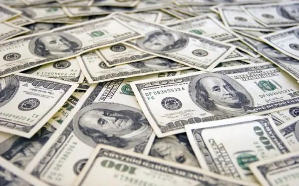 Dólar se aproxima de R$ 4,22 maior valor desde criação do real