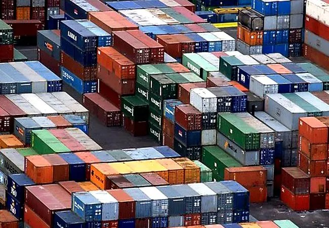 Balança comercial tem superávit de US$ 19,6 bilhões em 2015, o maior desde 2011