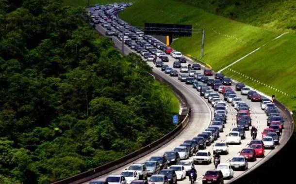 Volta de feriado tem trânsito intenso em São Paulo