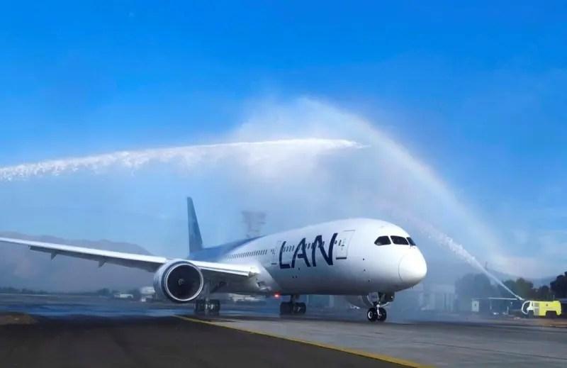 LATAM inaugura simulador para técnicos de manutenção de Boeings 787