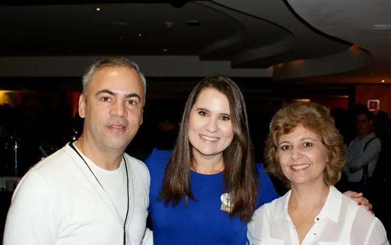 Gabriela Delai com Ildo Santos, da Fortur, e Lucia Couto, da LHC