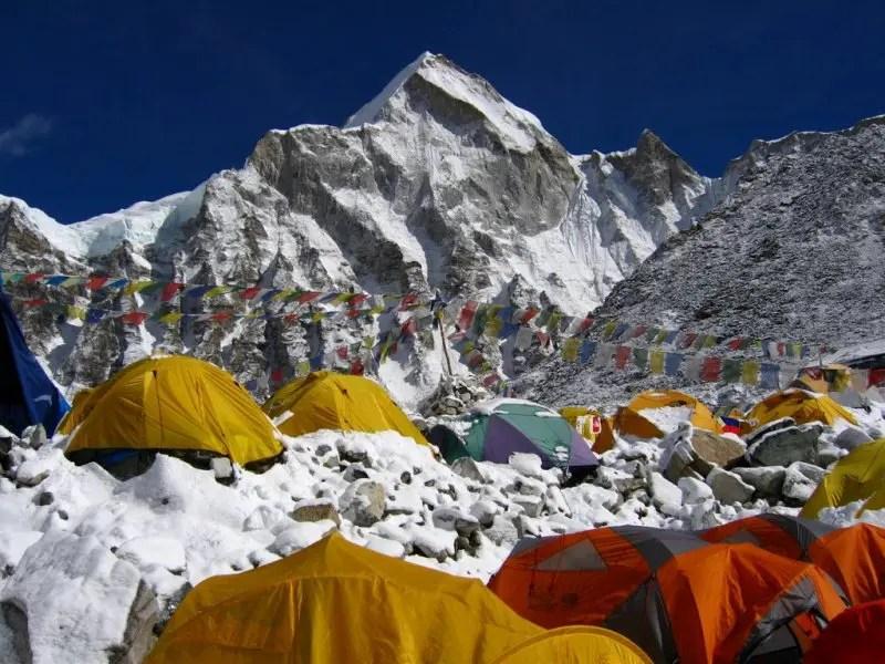 Contra pichações, China vai monitorar turistas em acampamento no Everest