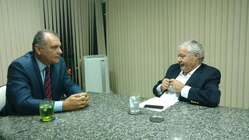 Reunião entre Mario Carvalho e Nelson Pelegrino. (Foto: divulgação)