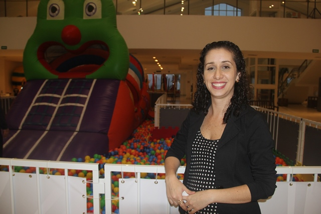 """""""Quem manda na família são os filhos, por experiência própria"""", afirma Adriana, mãe de duas crianças"""