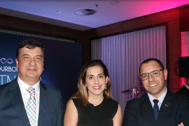 Anfitriões da noite: o diretor de vendas, Jeferson Munhoz, a diretora de marketing, Adriana Cardoso e o gerente da unidade de Atibaia, Nilson Bernal