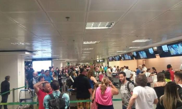Atrasos em voos da Latam provocam confusão no Aeroporto de Brasília
