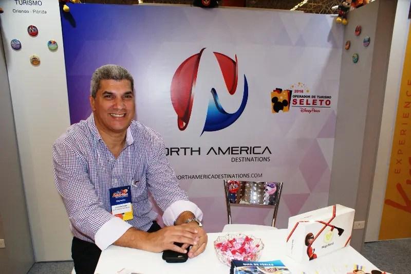 Luis Borges, representante de vendas da North America Destinations, que expõe suas novidades no Feirão de Viagens Flytour, no Mendes Convention Center