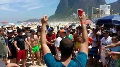 Empresários argelinos durante atividade de integração na Praia de São Conrado, no Rio de Janeiro. (Foto: divulgação/Embaixada da Argélia)
