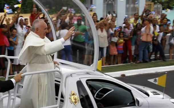 Papa Francisco usará carro 100% elétrico em 2017
