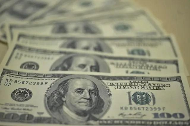 Entrada de dólares é maior que saída em 9 bilhões